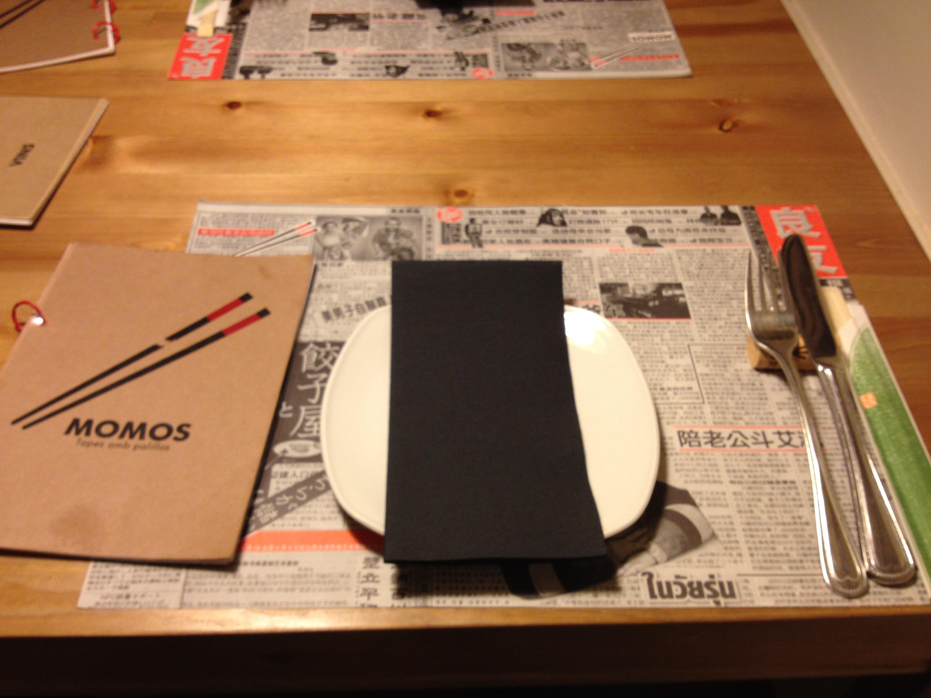 Presentacio taula plat momos